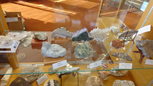 glass table with beautiful rocks and goedes on display