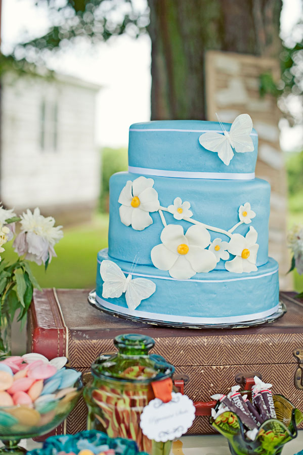 Blue_wedding_cake.jpg