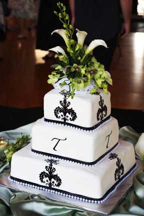 elegant_wedding_cake_black_and_white.jpg