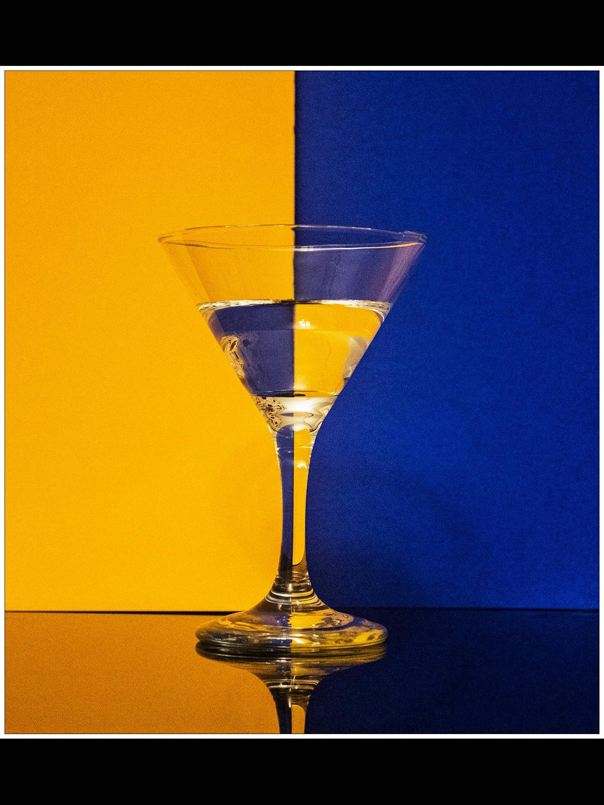 Reversed pattern in wine glass