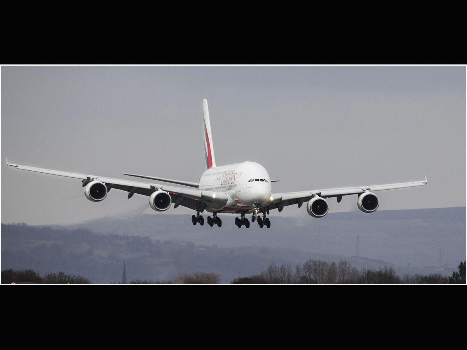 3Y8A1327 A380 approach