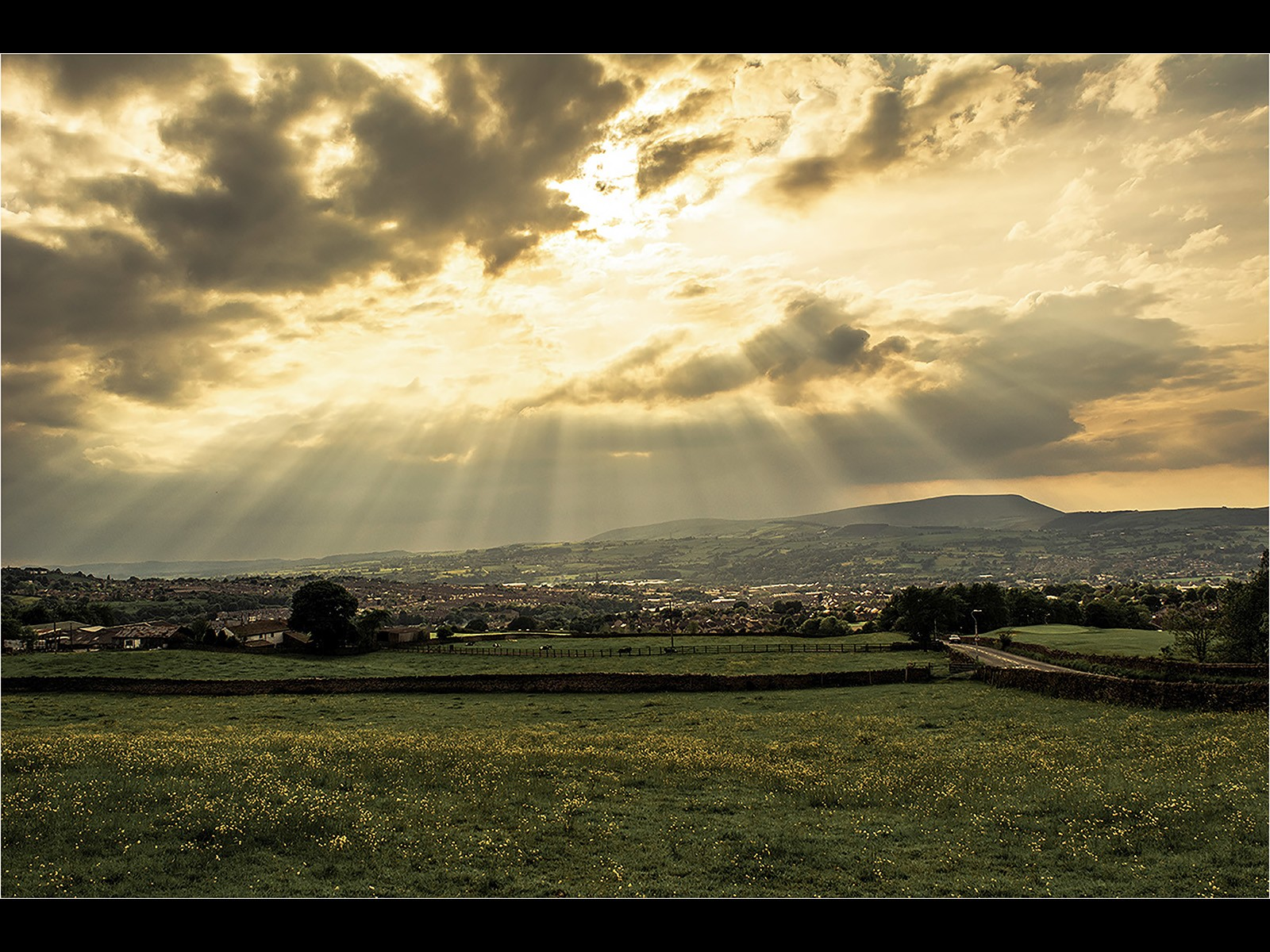 Crepuscular rays in Pendle