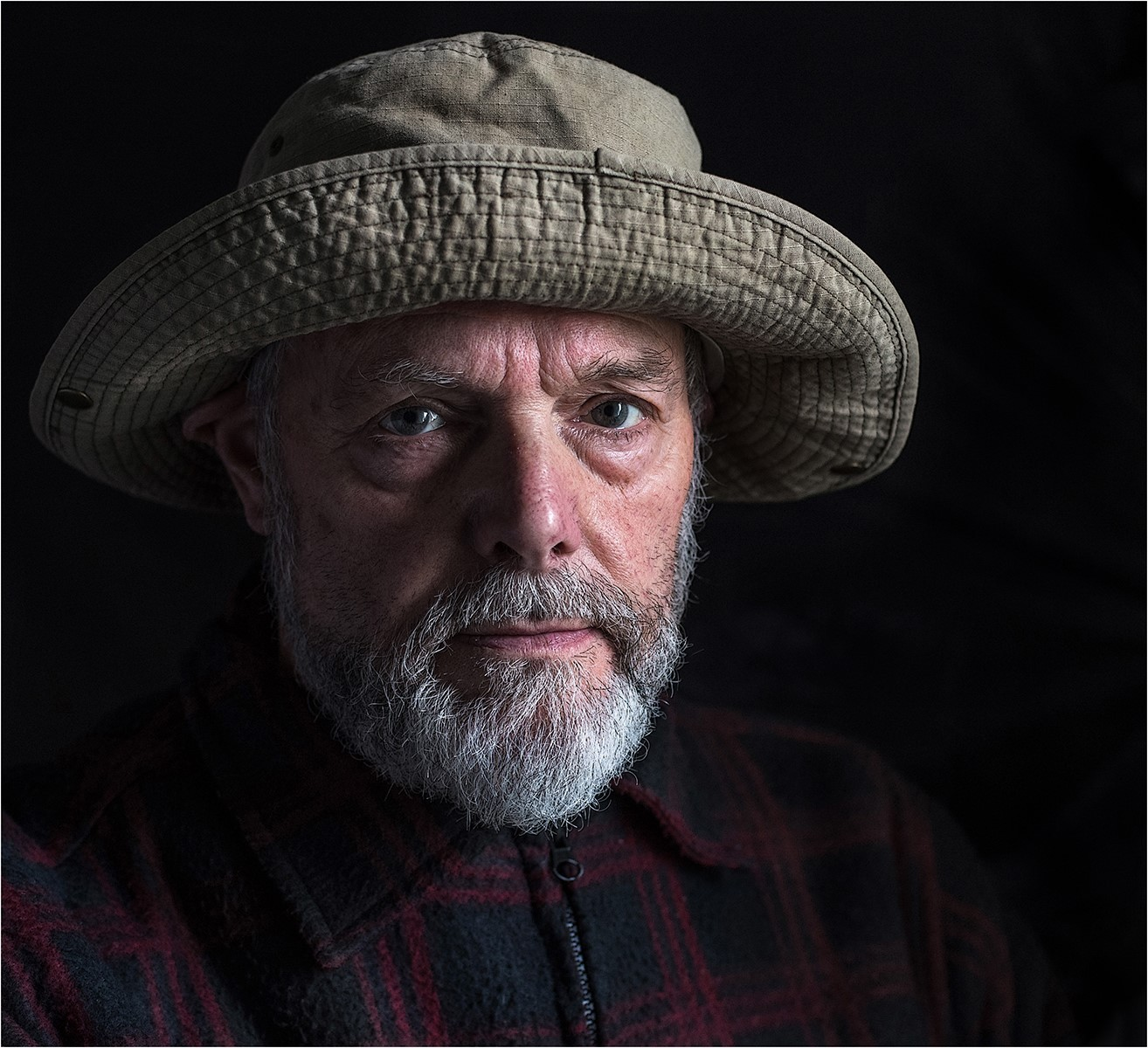 Portrait off Bill with hat