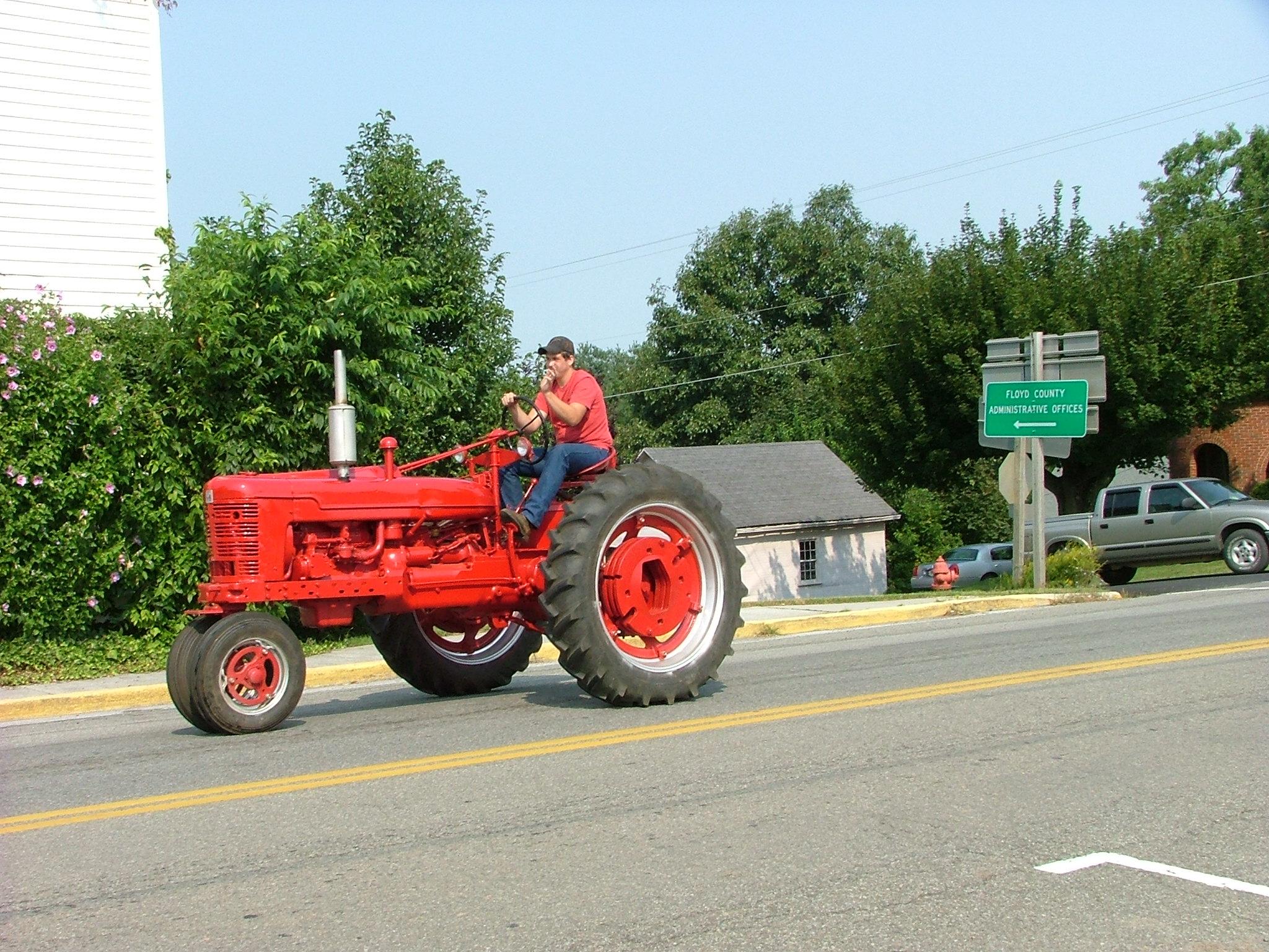 Tractor_Cruz-_August_18_07_031.jpg