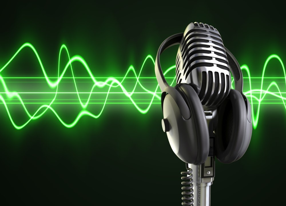 old-mic-and-green-wave